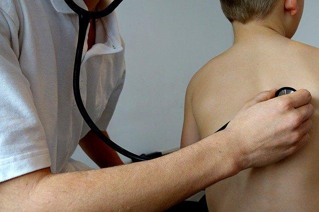 vyšetřování stetoskopem